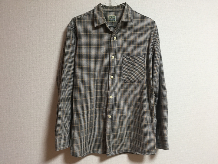 ▲グレーをベースにしたギンガムチェック柄のシャツ
