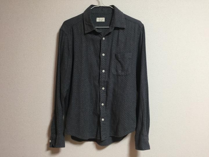 ▲写真ではわかりずらいですが、ピン・ドット柄のデザインが施されたシャツ